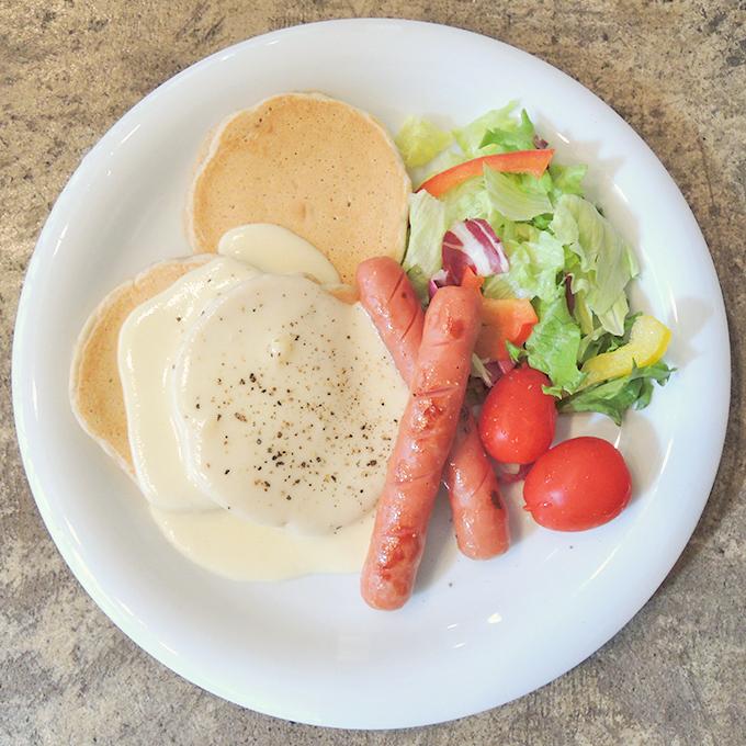 ソーセージ&チーズソース パンケーキ